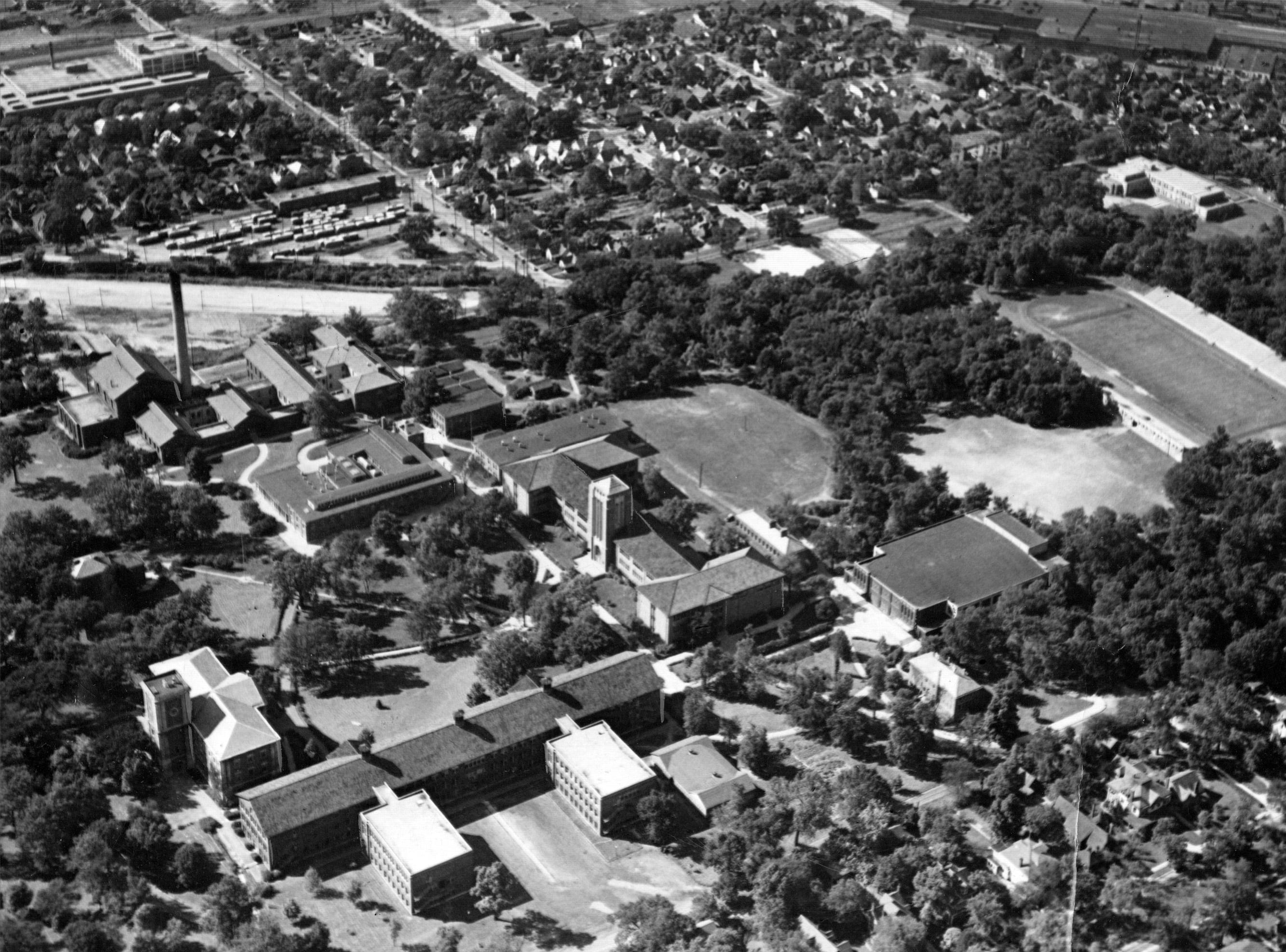 Aerial photograph of Arsenal Technical School in 1947.