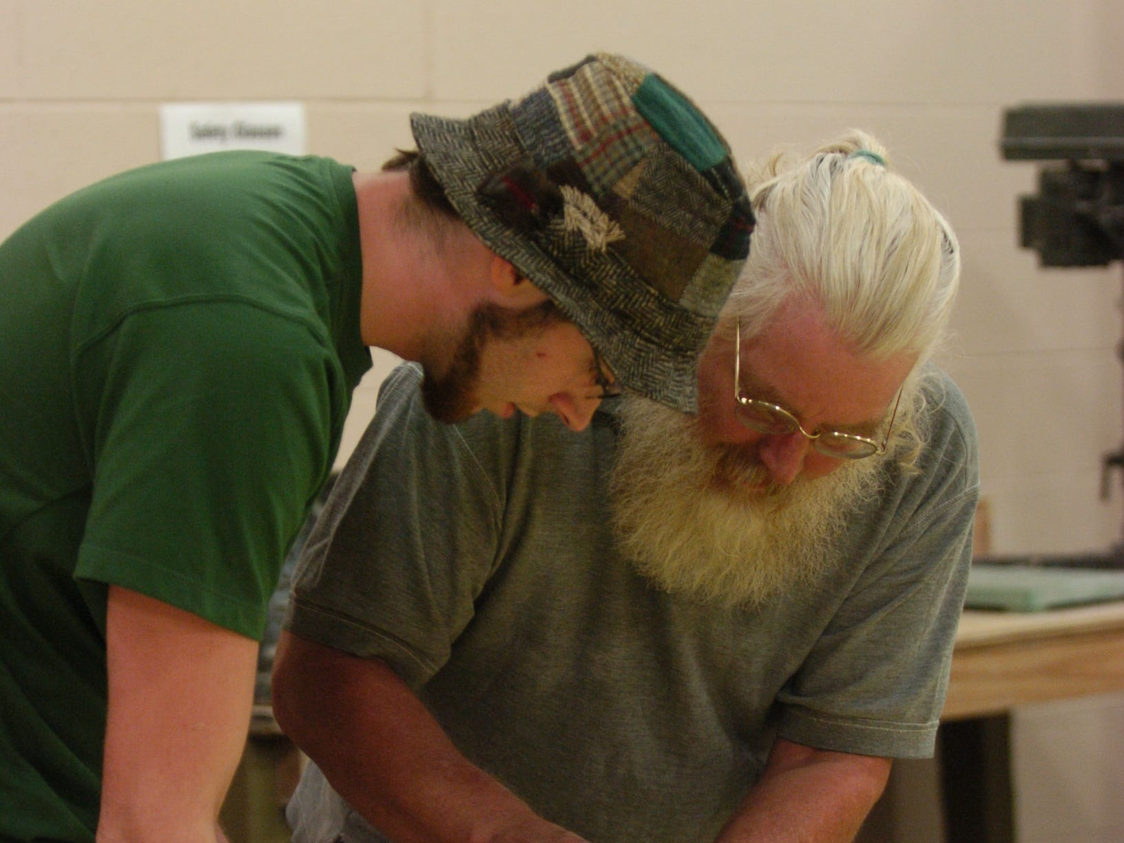 bagwellcenter.ASB#8370.jpg--METRO-- Professor Mike Rose helps student Luke Obanion during a sculpture class at the new Bagwell Center for Media and Art at Pellissippi State Community College.