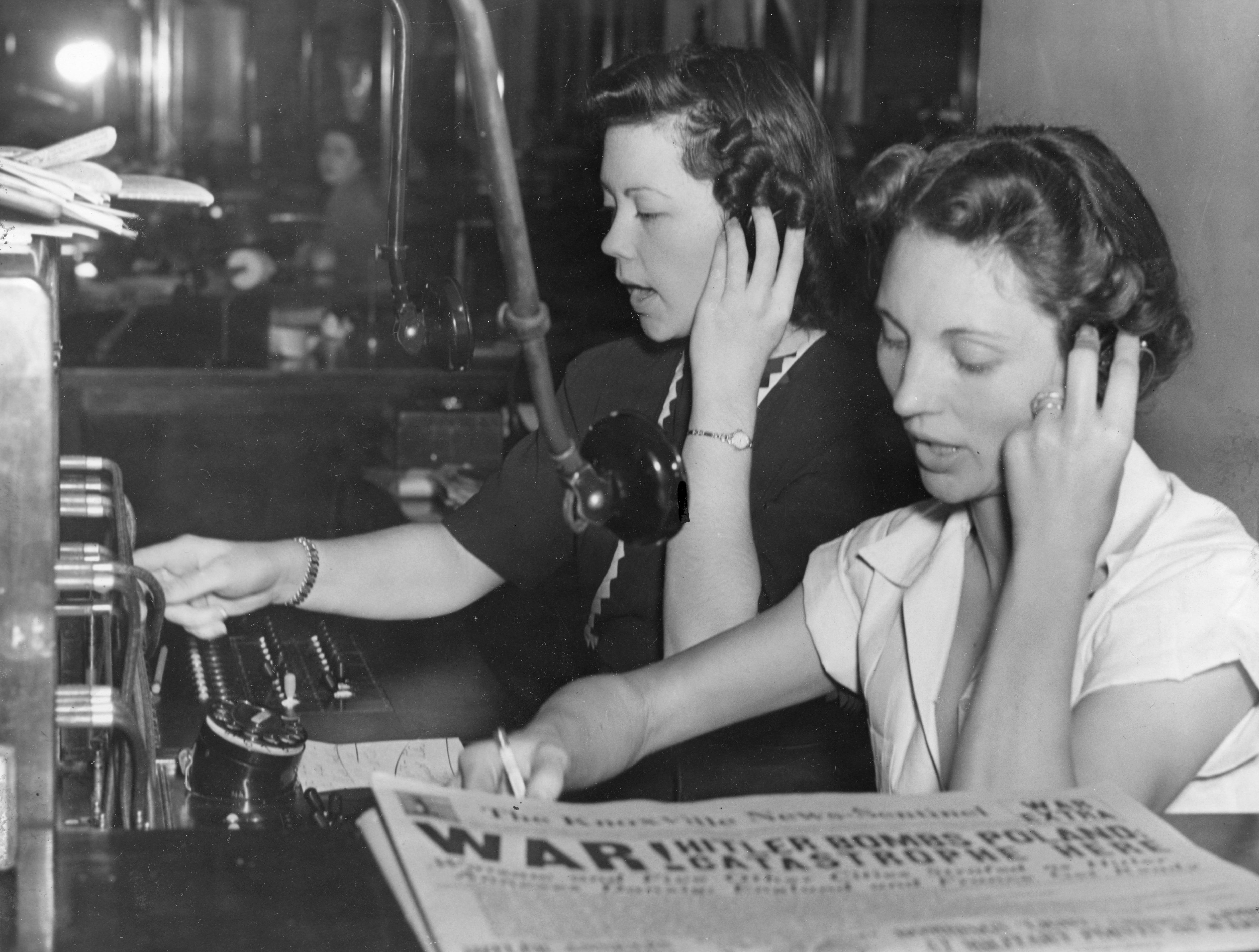 """Evelyn Griffin and Mrs. Katherine Russell, News Sentinel """"telephone girls."""""""