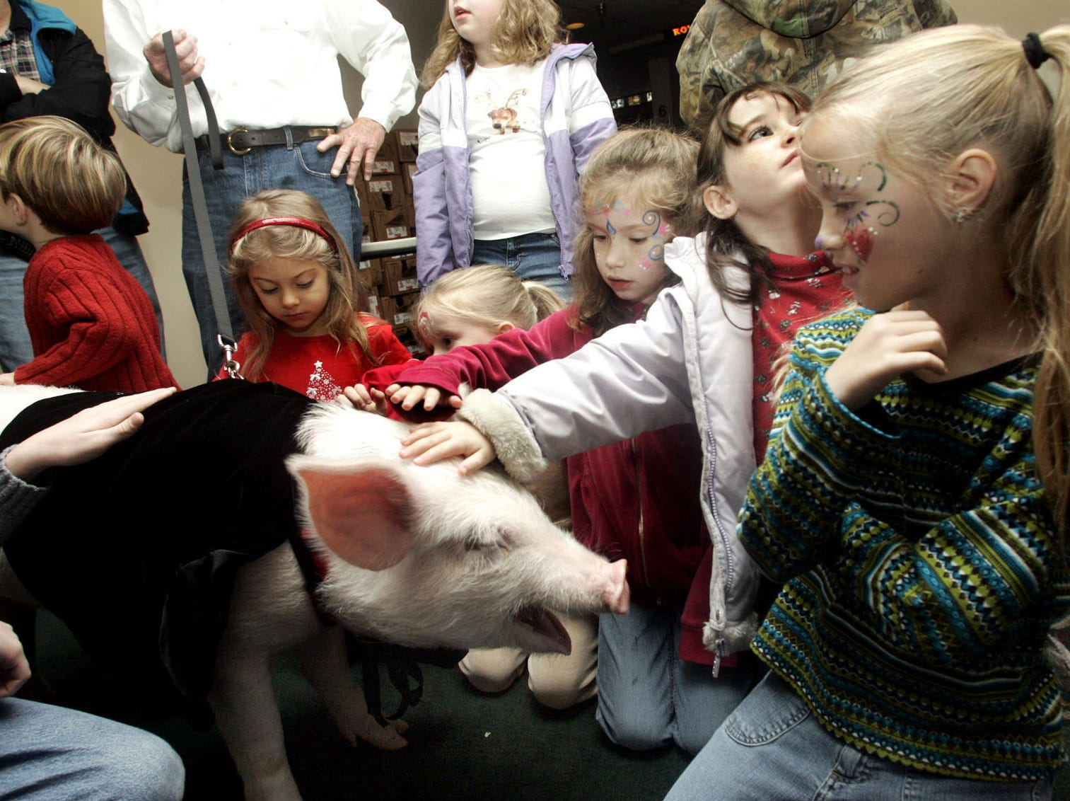 Kids crowd around Wilbur the pig during a special showing of the film Charlotte's Web at the Premiere 6 theatre in Jackson Heights Plaza, Dec. 21, 2006.