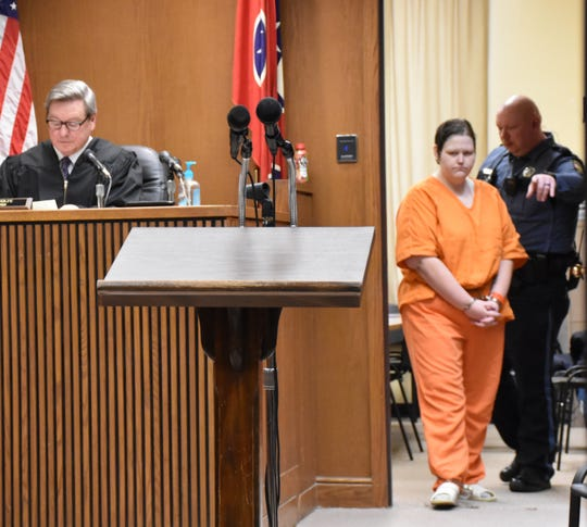 Krystal Daniels enters Dickson County Circuit Court Friday morning.