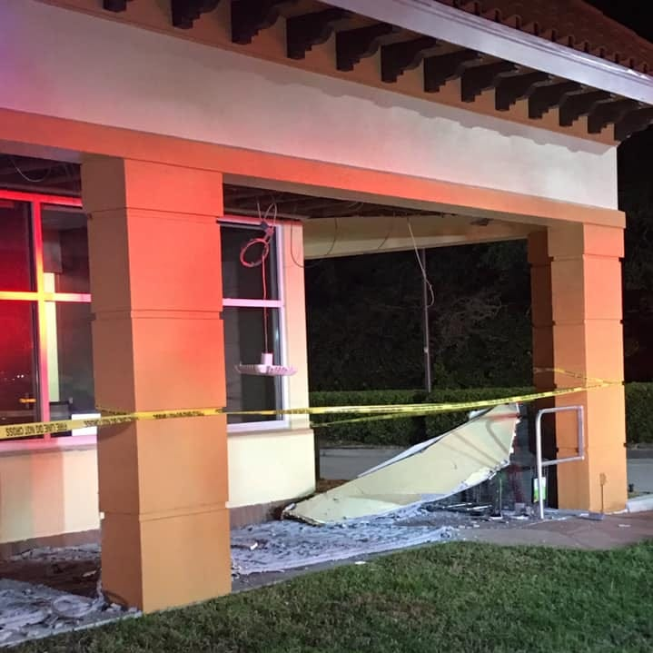 Ceiling over sidewalk collapses outside Chase Bank in North Naples; no one hurt