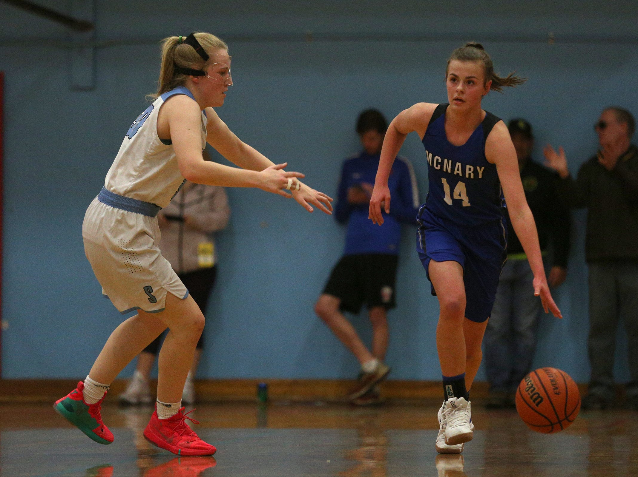 McNary's Leah Doutt (14) protects the ball against South Salem's defense during the South Salem High School girls basketball game against McNary High School in Salem on Thursday, Jan. 31, 2019.