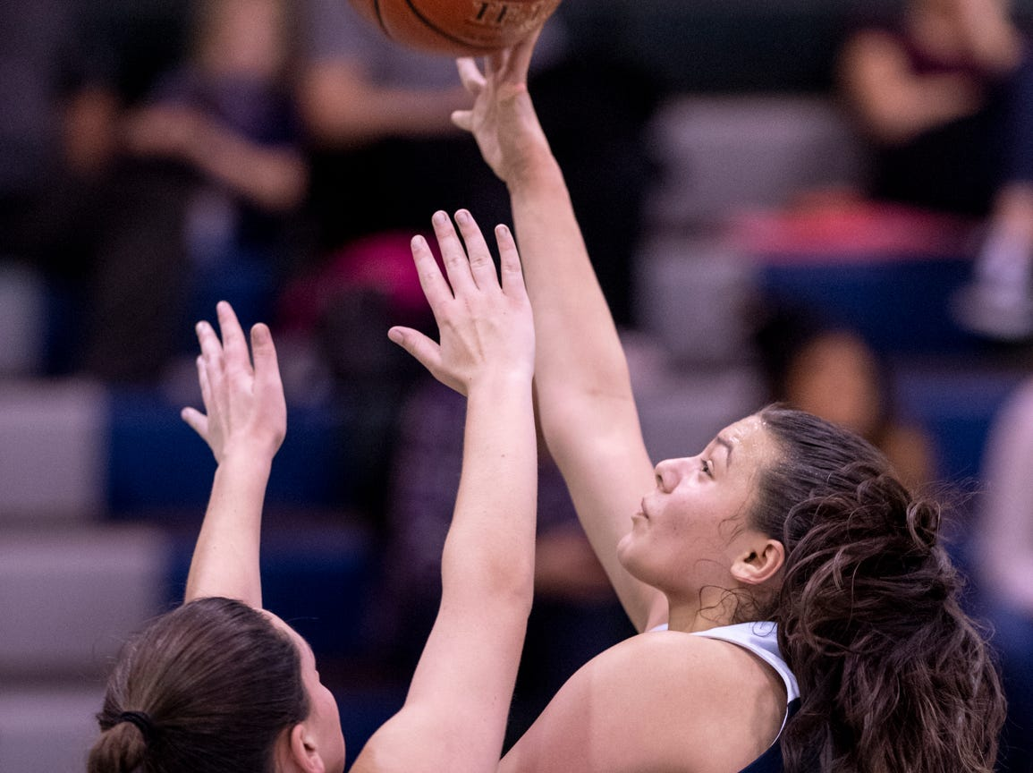 Redwood's Janessa Haro shoots over El Diamante's Maya Bivens in a girls basketball game on Thursday, January 31, 2019.
