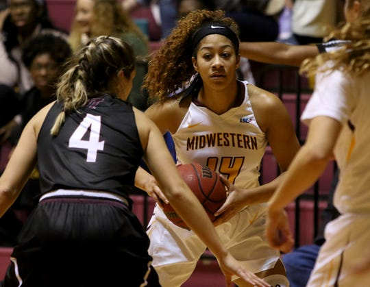 Midwestern State's Kityana Diaz looks to pass in the game against West Texas A&M Thursday, Jan. 31, 2019, in D.L. Ligon Coliseum at MSU. The Mustangs upset the Lady Buffs 66-61.