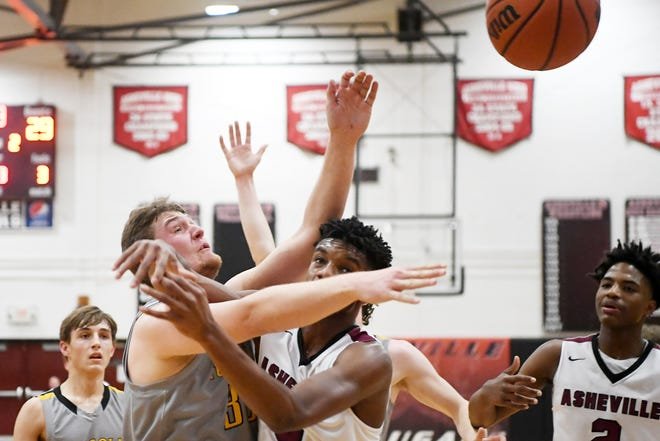 Tuscola's Landon Henley and Asheville's Famous Pasley reach for the ball Feb. 1, 2019.