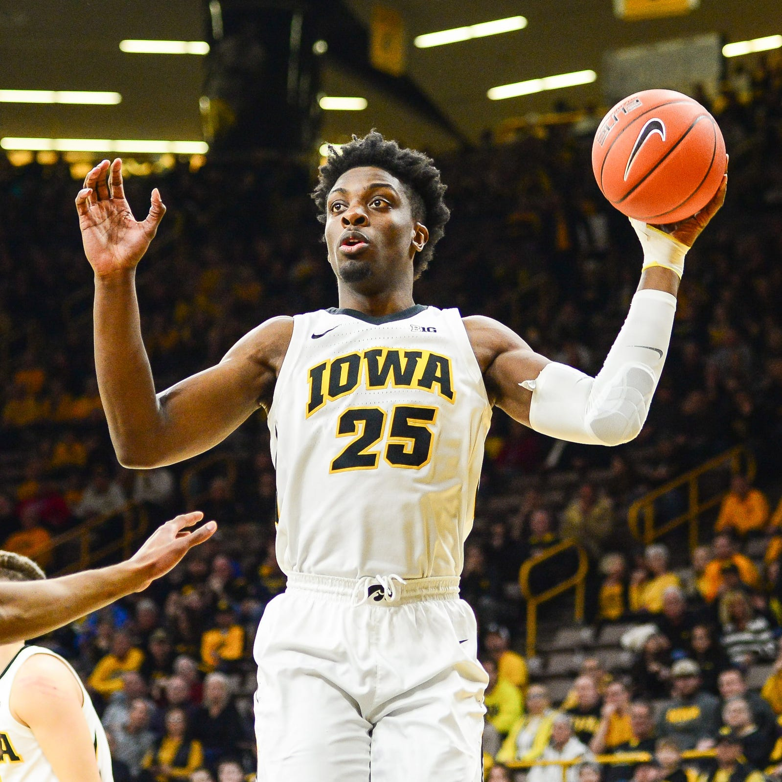 Michigan basketball vs. Iowa: Scouting report, prediction