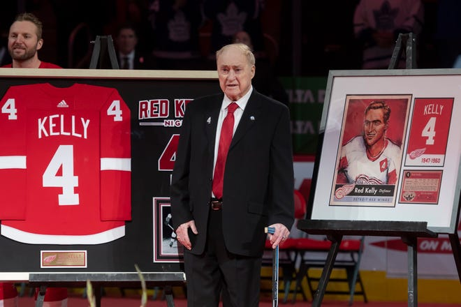 Red Kelly stands during the ceremony to retire Kelly's number.