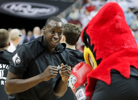 Louisville's Akoy Agau is sparring with Louie before the game. Feb. 2, 2019