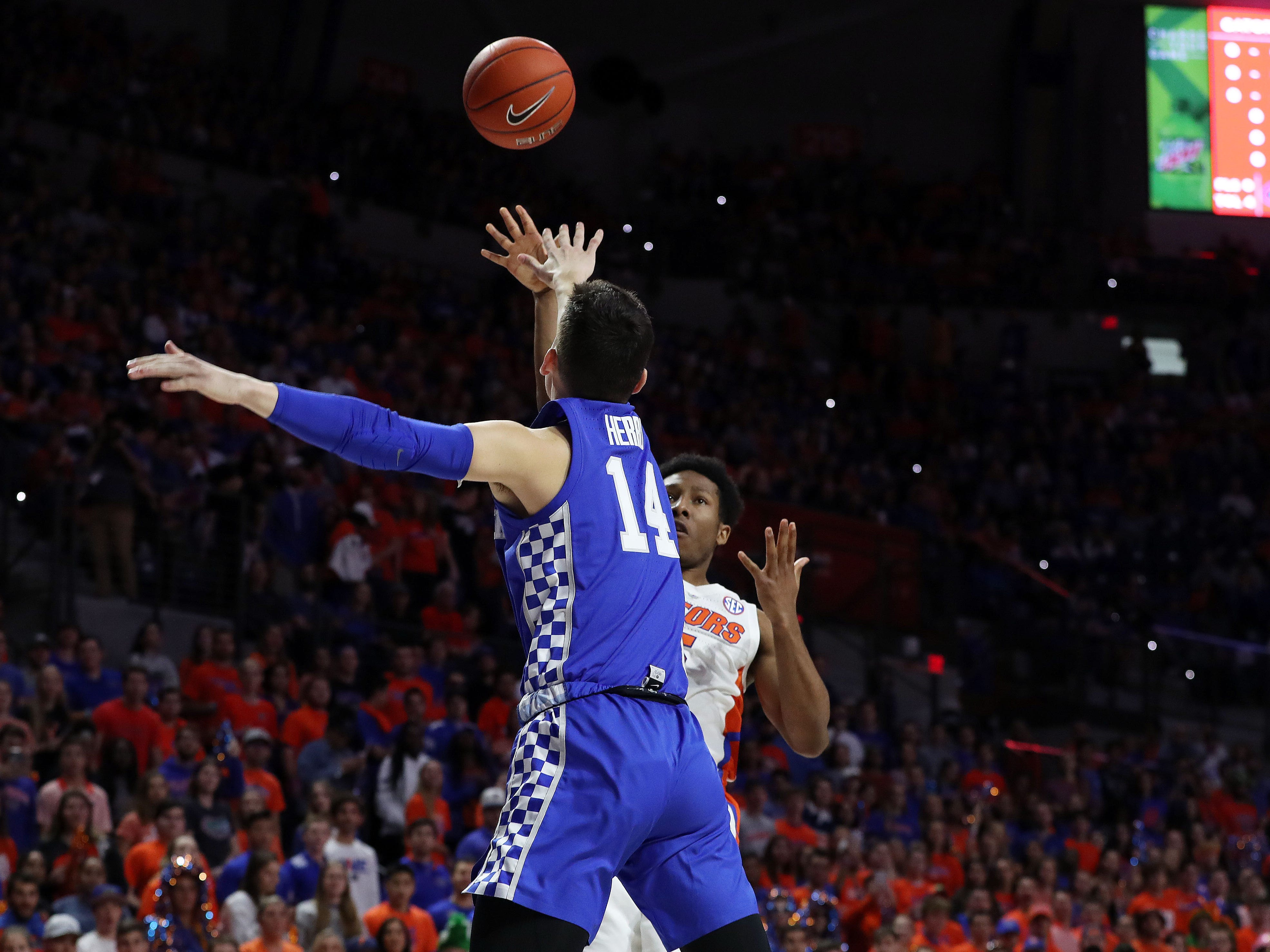 Florida Gators guard KeVaughn Allen (5) shoots over Kentucky Wildcats guard Tyler Herro (14) during the first half at Exactech Arena in Gainesville, Florida, on Saturday, Feb. 2, 2019.