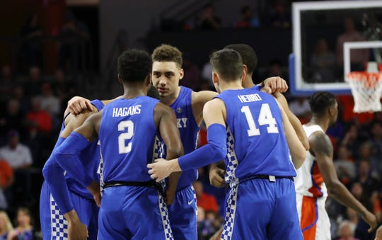 Kentucky Wildcats forward Reid Travis (22) and teammates huddle up during the first half against the Florida Gators at Exactech Arena in Gainesville, Florida, on Saturday, Feb. 2, 2019.