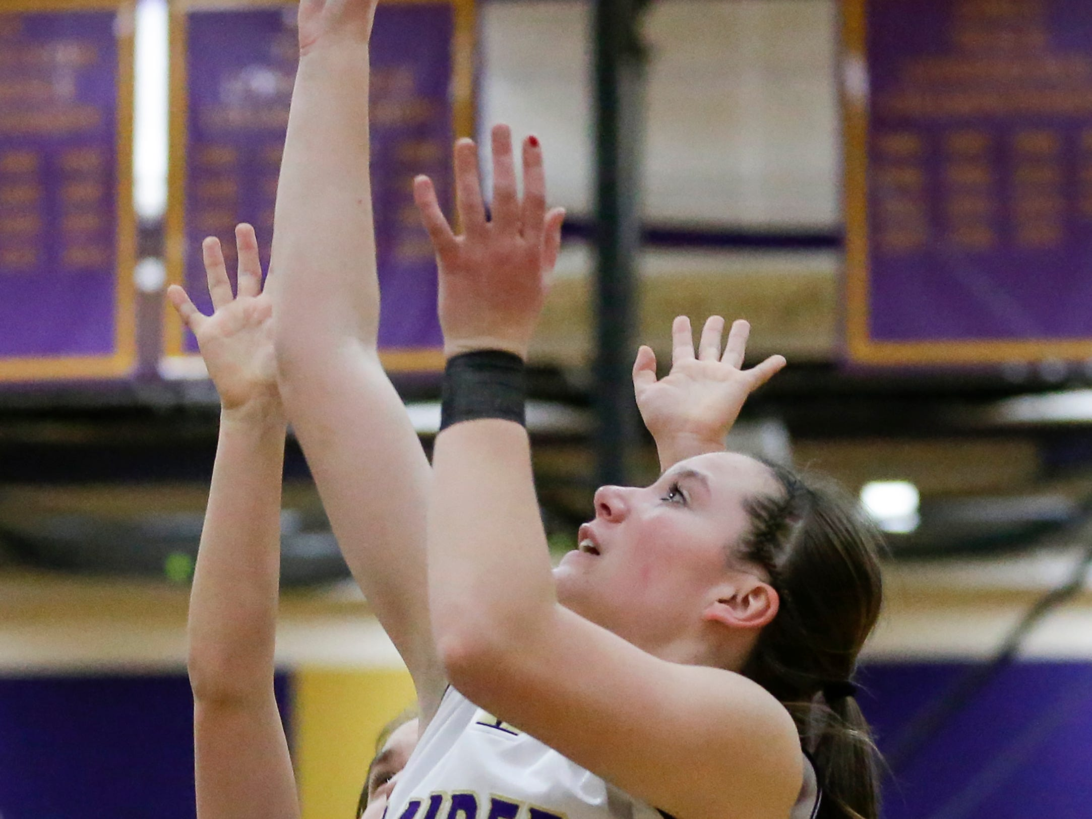 Two Rivers' Kiley Graff (24) shoots against Roncalli at Two Rivers High School Friday, February 1, 2019, in Two Rivers, Wis. Joshua Clark/USA TODAY NETWORK-Wisconsin