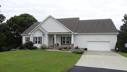 The front view of 5708 Fisher Grove Road in Greenbrier.