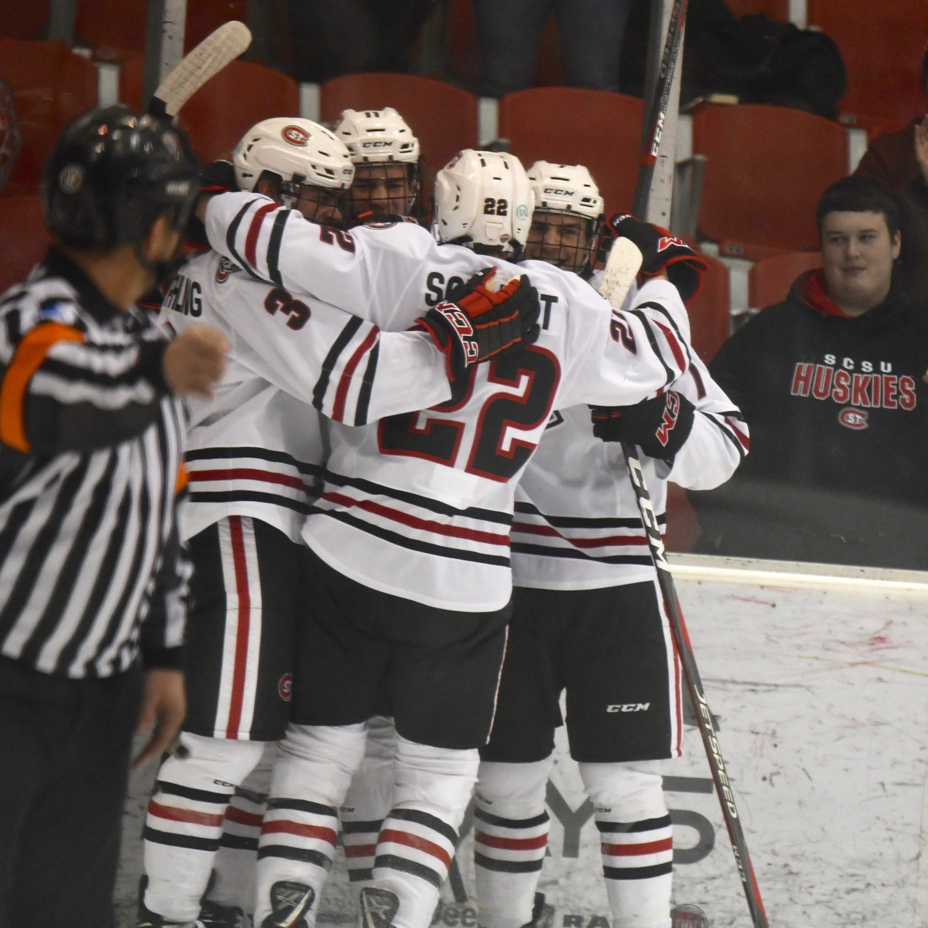 Live updates: Huskies up for awards at NCHC Awards Banquet