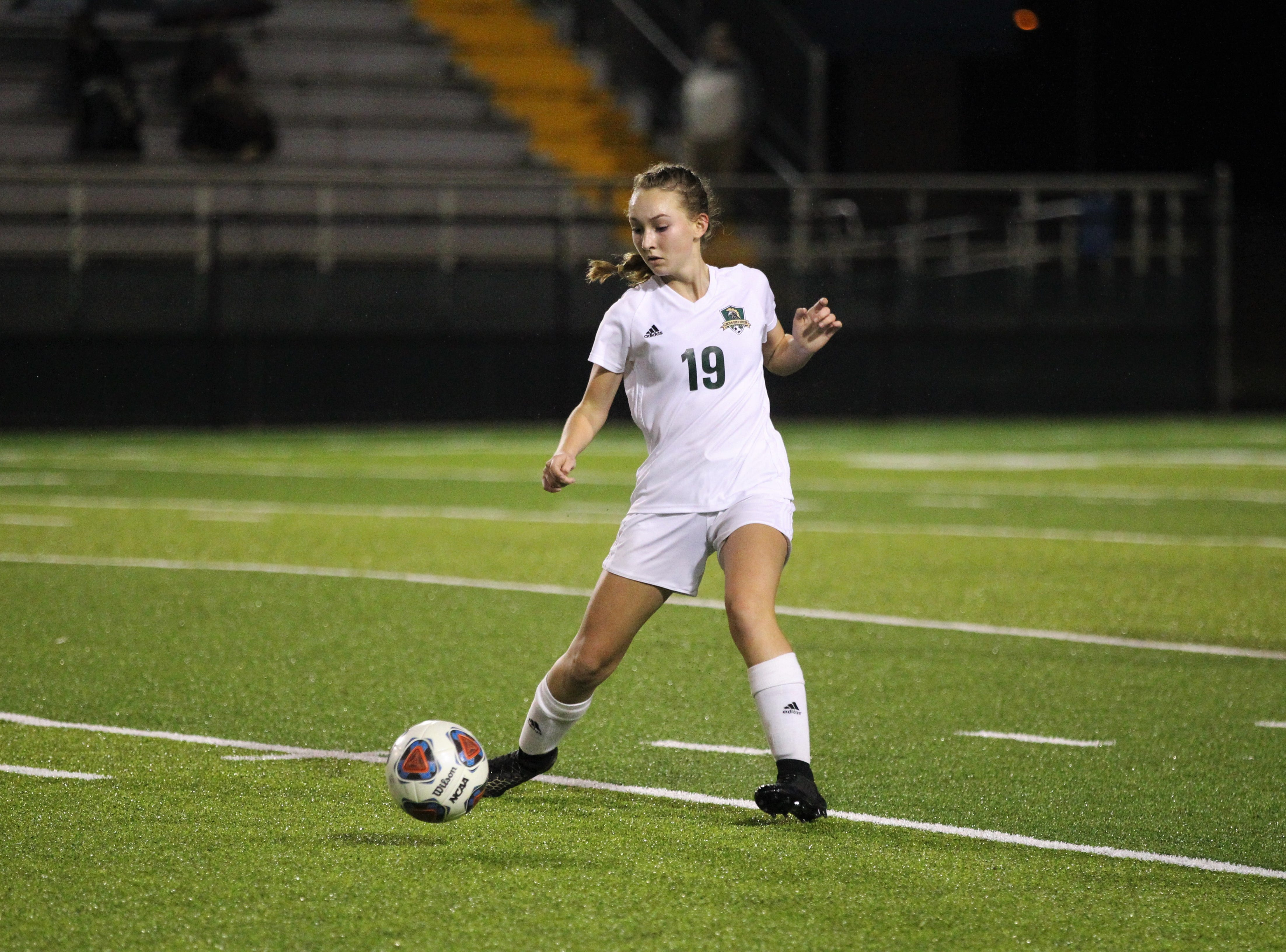 Lincoln midfielder Lexi Gray dribbles as Leon's girls soccer team beat Lincoln 2-1 in the District 2-4A championship at Gene Cox Stadium on Feb. 1, 2019.
