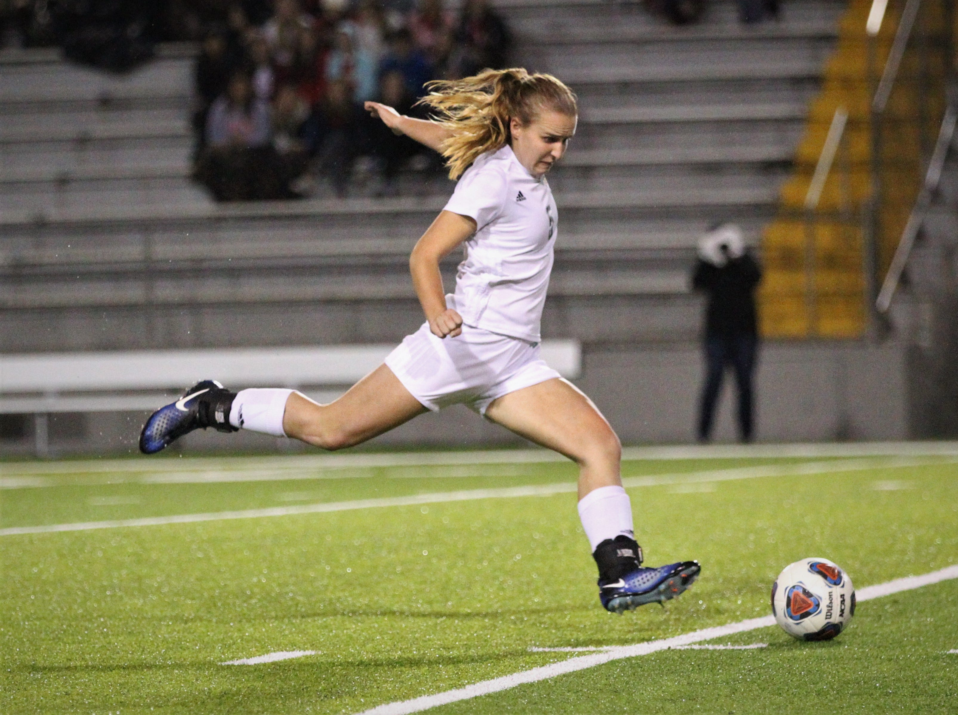 Leon's girls soccer team beat Lincoln 2-1 in the District 2-4A championship at Gene Cox Stadium on Feb. 1, 2019.
