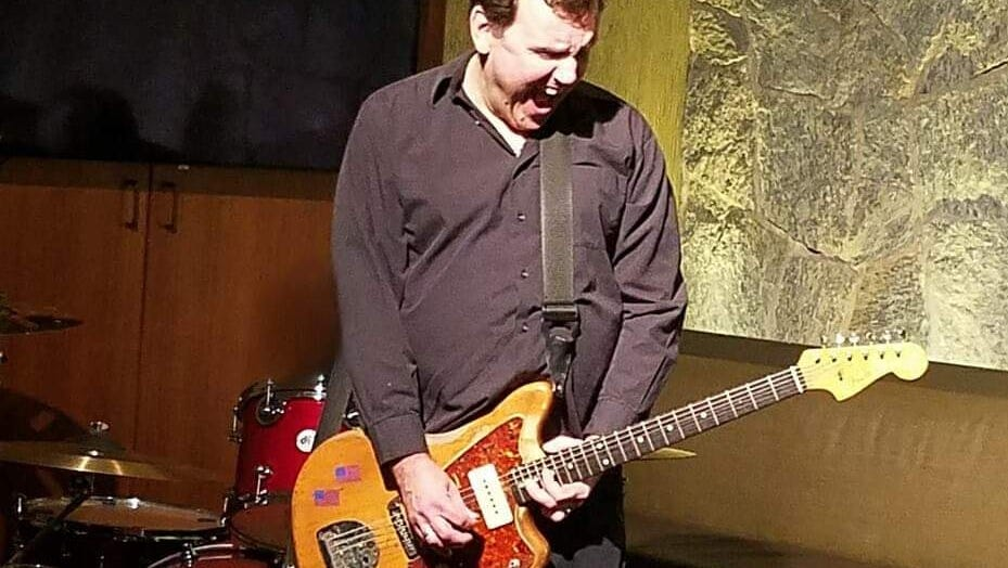 Jim Basnight plays a number of public and private shows not only around the Northwest, but the entire country.