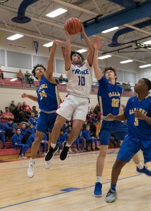 Zane Trace clinched an outright SVC title with Huntington's upset win over Adena on Tuesday.