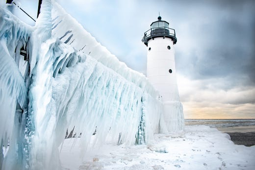 Michigan Has Frozen Over And The Photos Are Stunning