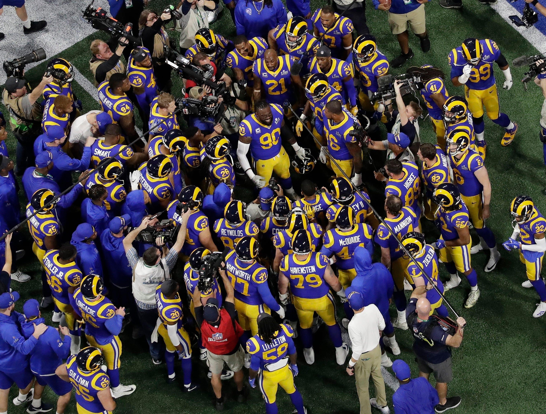 Los Angeles Rams' Michael Brockers (90) rallies teammates before the game.