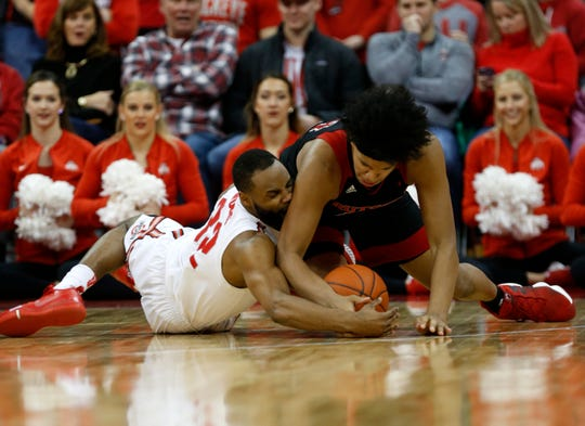 Ohio State guard Keyshawn Woods, left, and Rutgers guard Ron Harper work for a loose ball during the second half.