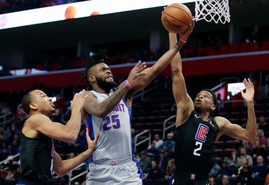 Detroit Pistons guard Reggie Bullock (25) goes to the basket against Los Angeles Clippers guards Avery Bradley, left, and Shai Gilgeous-Alexander.