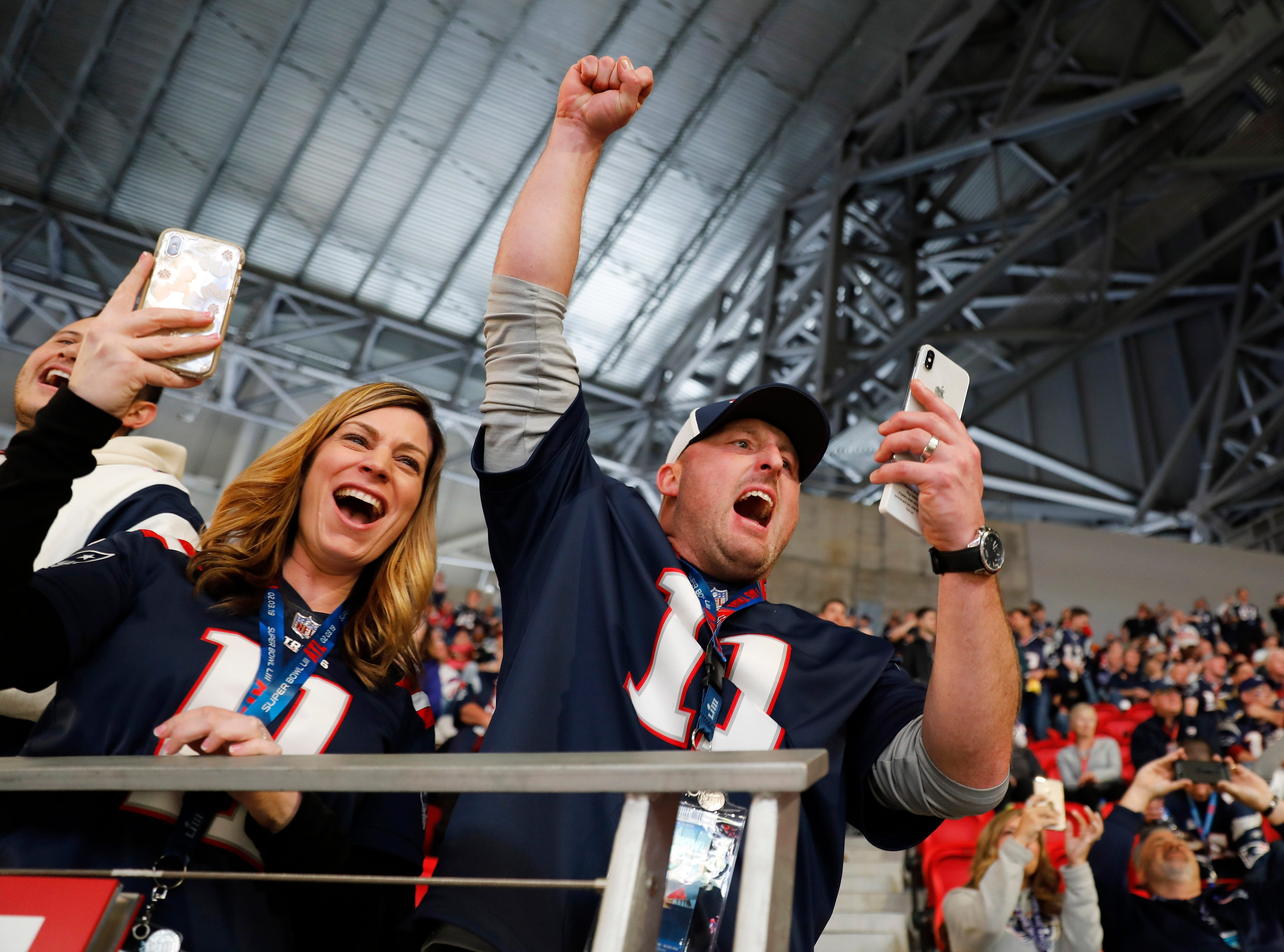 Todd and Kimberly Hildebrand cheer as New England Patriots' Tom Brady takes the field before the NFL Super Bowl 53 football game between the Los Angeles Rams and the New England Patriots, Sunday, Feb. 3, 2019, in Atlanta. (AP Photo/David Goldman)