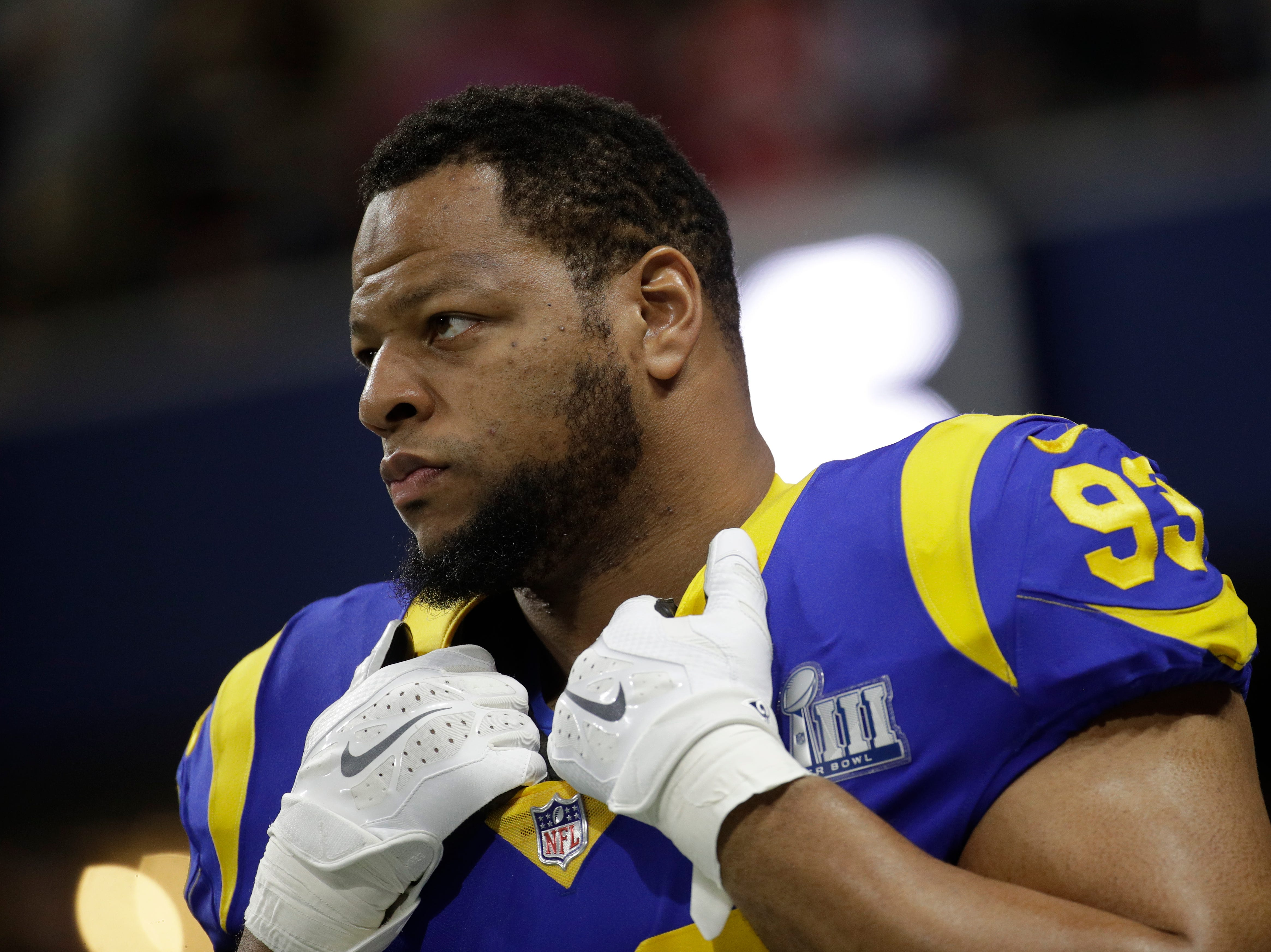 Los Angeles Rams' Ndamukong Suh (93) warms up before the game.