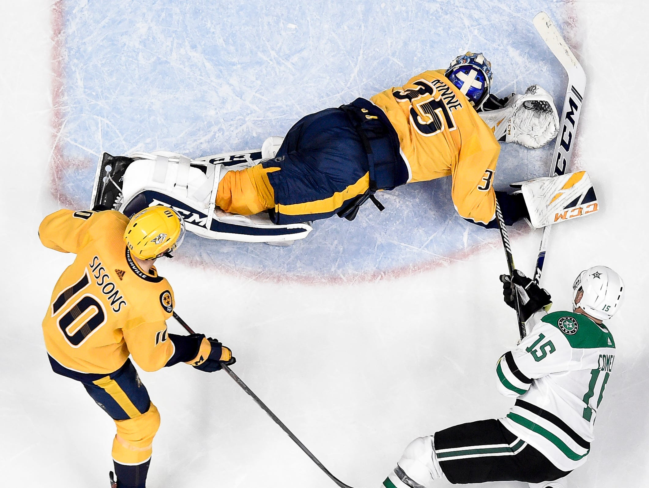 Dallas Stars left wing Blake Comeau (15) scores past Nashville Predators goaltender Pekka Rinne (35) and center Colton Sissons (10) during the third period at Bridgestone Arena in Nashville, Tenn., Saturday, Feb. 2, 2019.