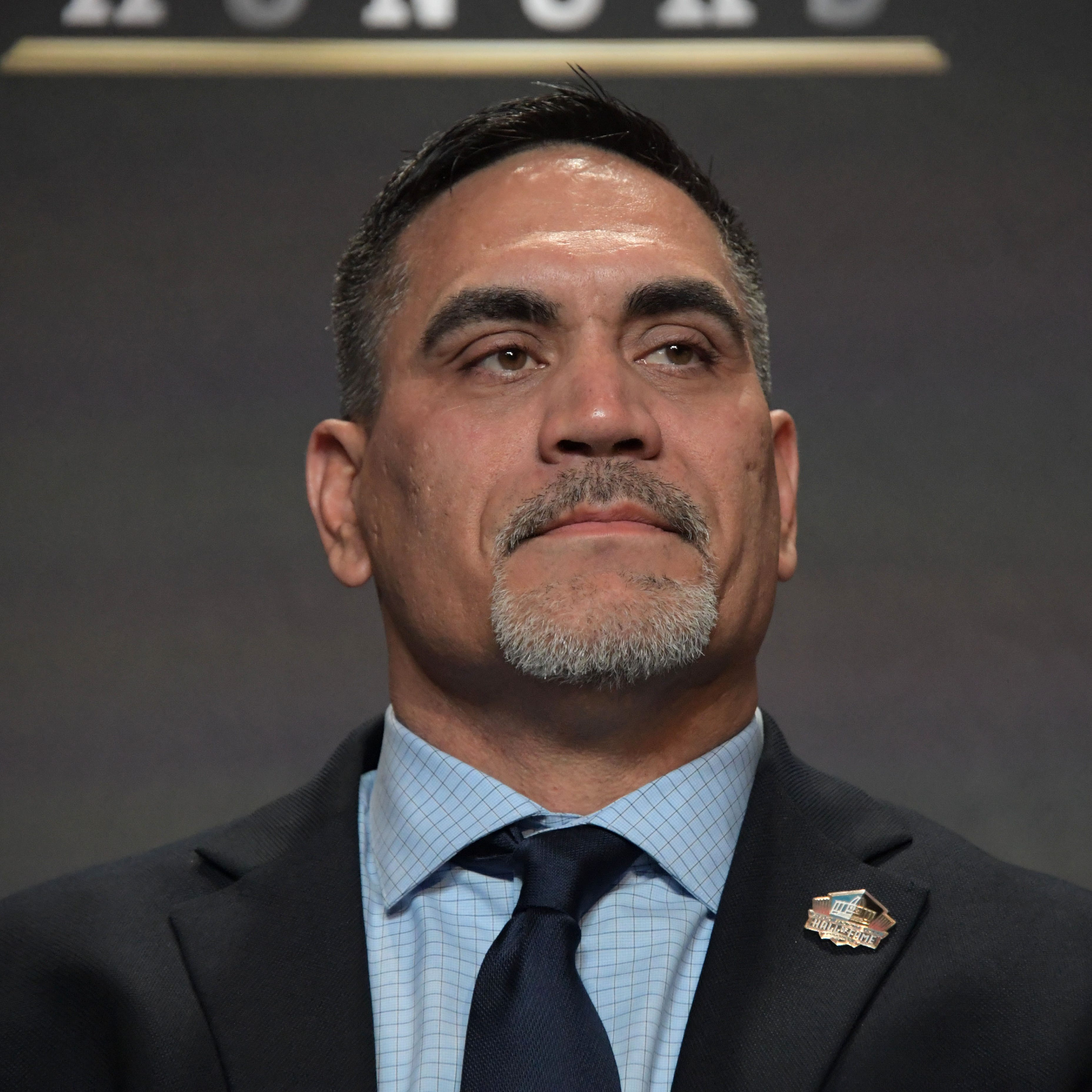 Jets' Kevin Mawae donates memorabilia to Pro Football Hall of Fame