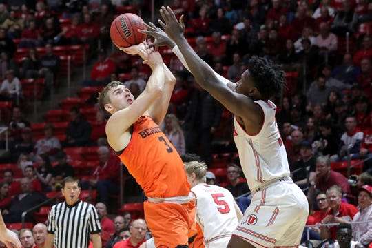 Oregon State forward Tres Tinkle, front left,tries to shoot over Utah forward Donnie Tillman, right, during the first half of an NCAA college basketball game, Saturday, Feb. 2, 2019, in Salt Lake City.