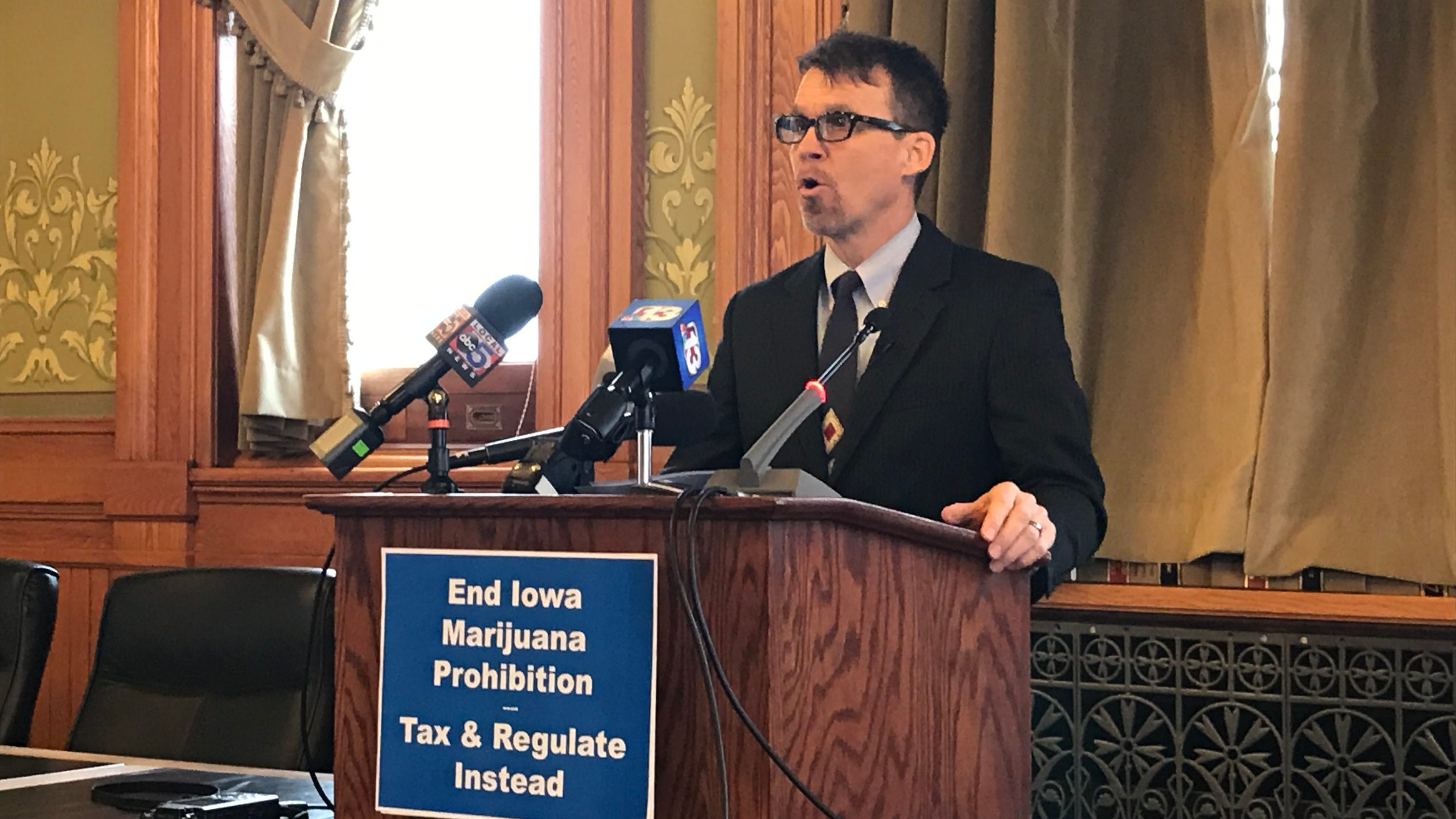 Recreational Marijuana Would Be Taxed Like Beer Under One