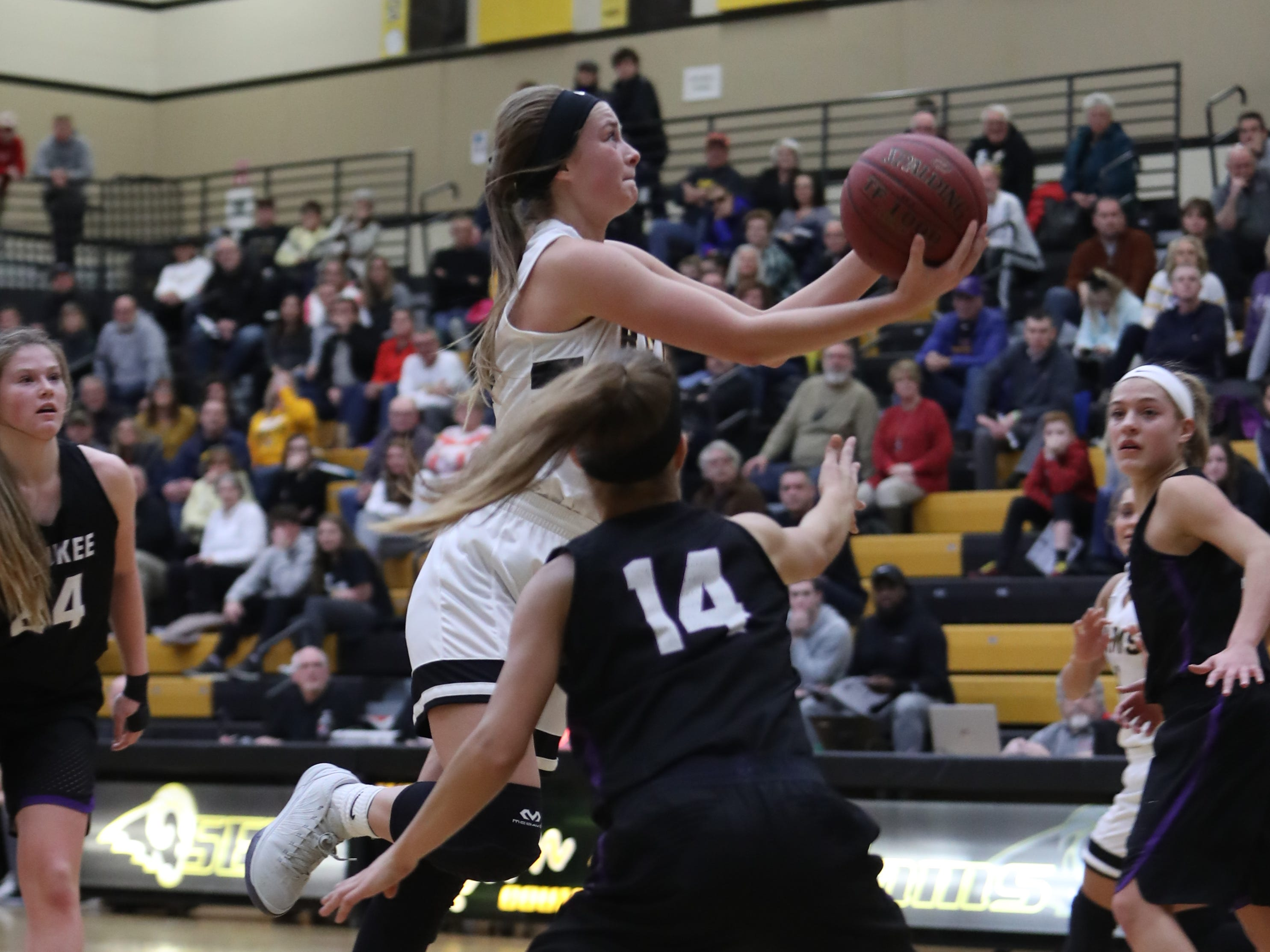 Southeast Polk Rams' Maggie McGraw (32) drives the lane against the Waukee Warriors during a game Feb. 1, 2019 at Southeast Polk High School.
