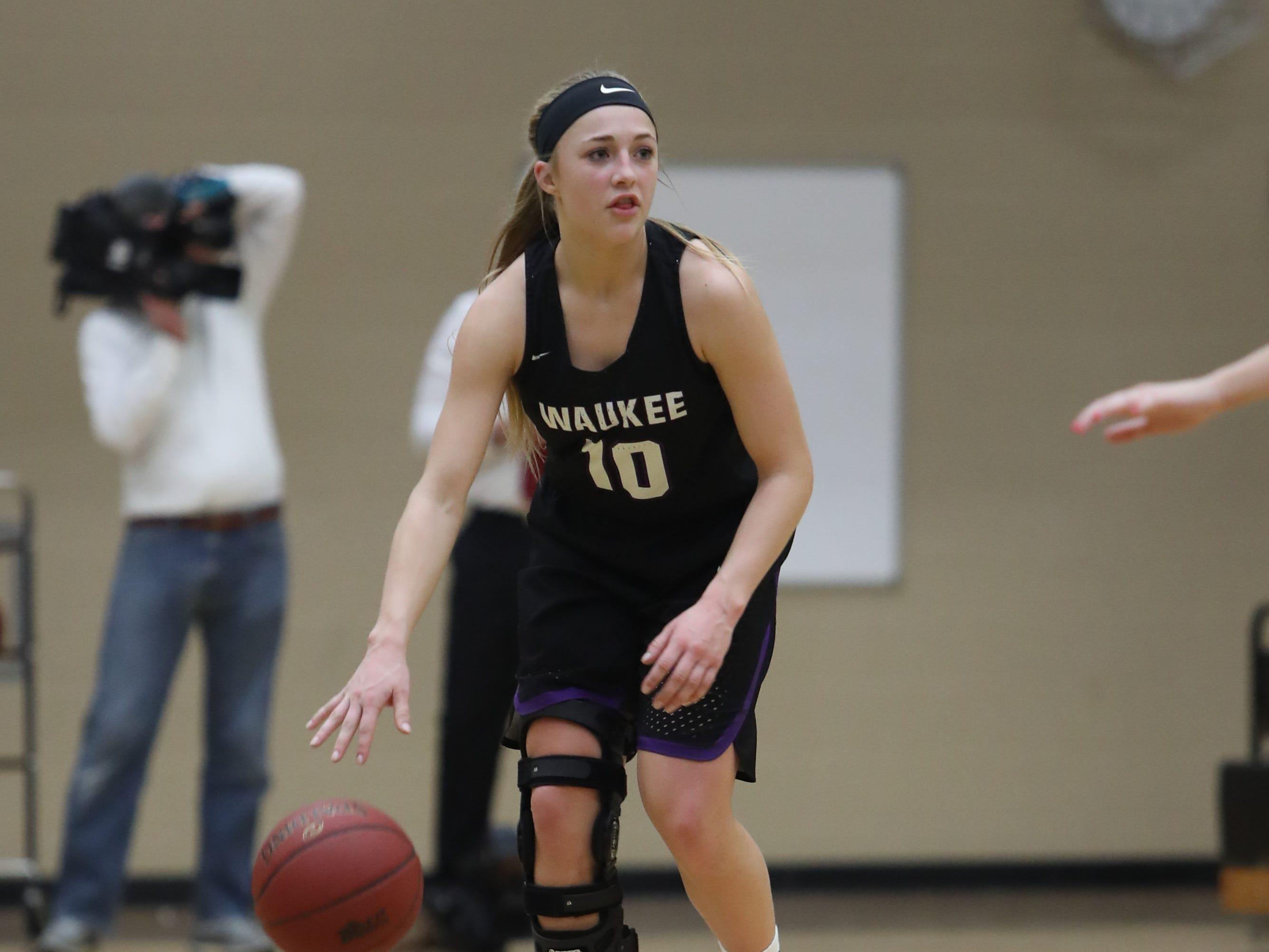 Waukee Warriors' Katie Dinnebier (10) sets the offense against the Southeast Polk Rams during a game Feb. 1, 2019 at Southeast Polk High School.