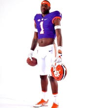 Clemson tight end recruit Jaelyn Lay is one of 17 early enrollees for the Tigers.