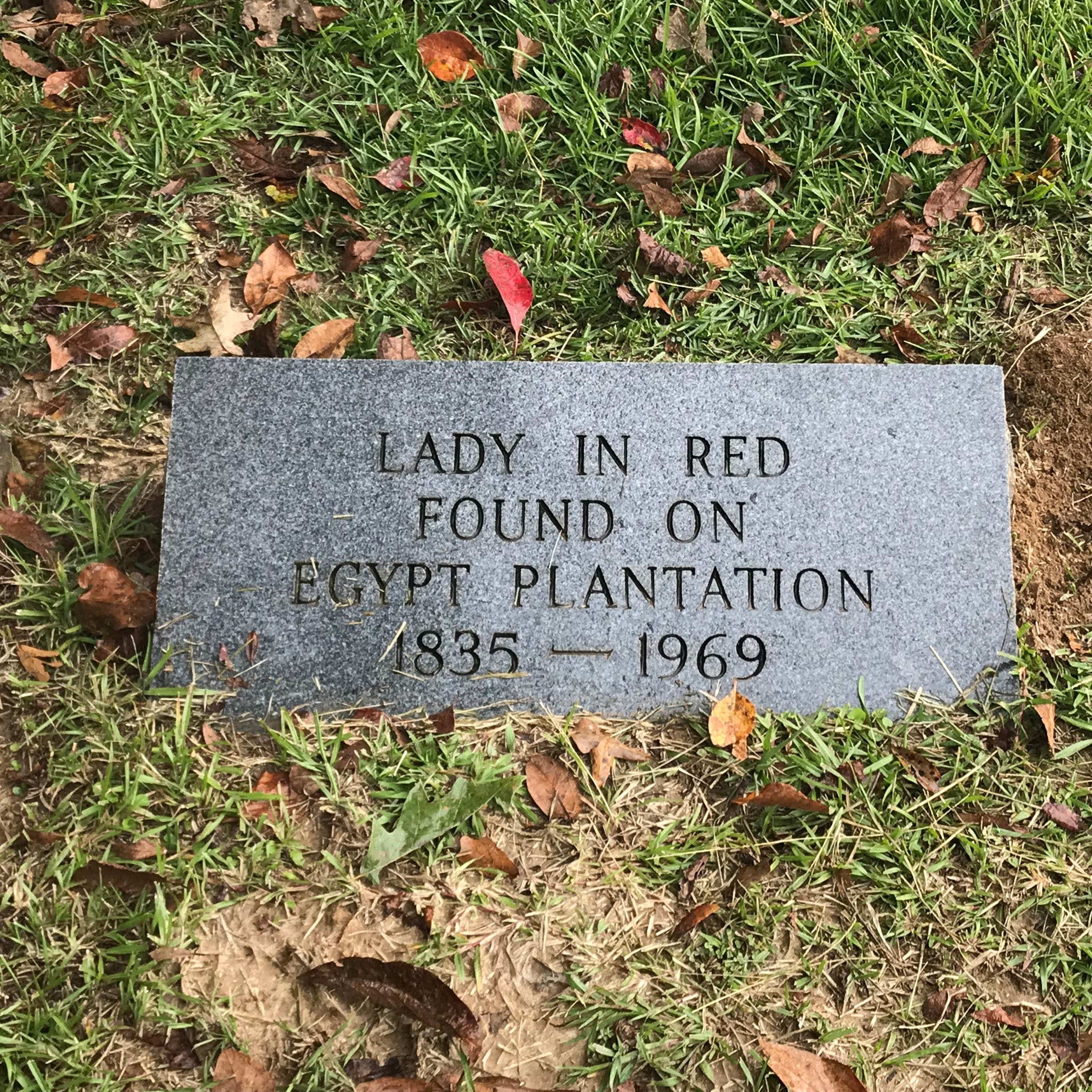 'She has no one to pray over her:' Lady in Red remains a Mississippi mystery. Who is she?