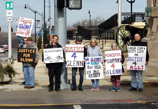 "Members of ""Justice for Glenn Rightsell"" wave to drivers passing the Montgomery County Courthouse on Sunday, Feb. 2, in Crawfordsville. The group has been pressing the county prosecutor for an outside investigation into the Dec. 28 shooting death of Rightsell, a Linden masonry business owner,  by an Indiana State Police trooper."