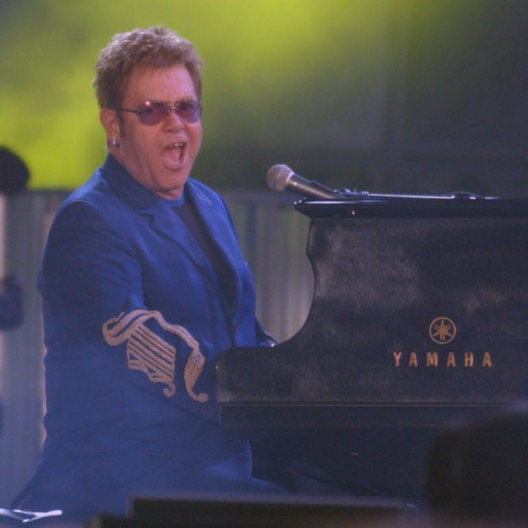 Remembering Elton John's surprise Milwaukee concert — where thousands booed and walked out