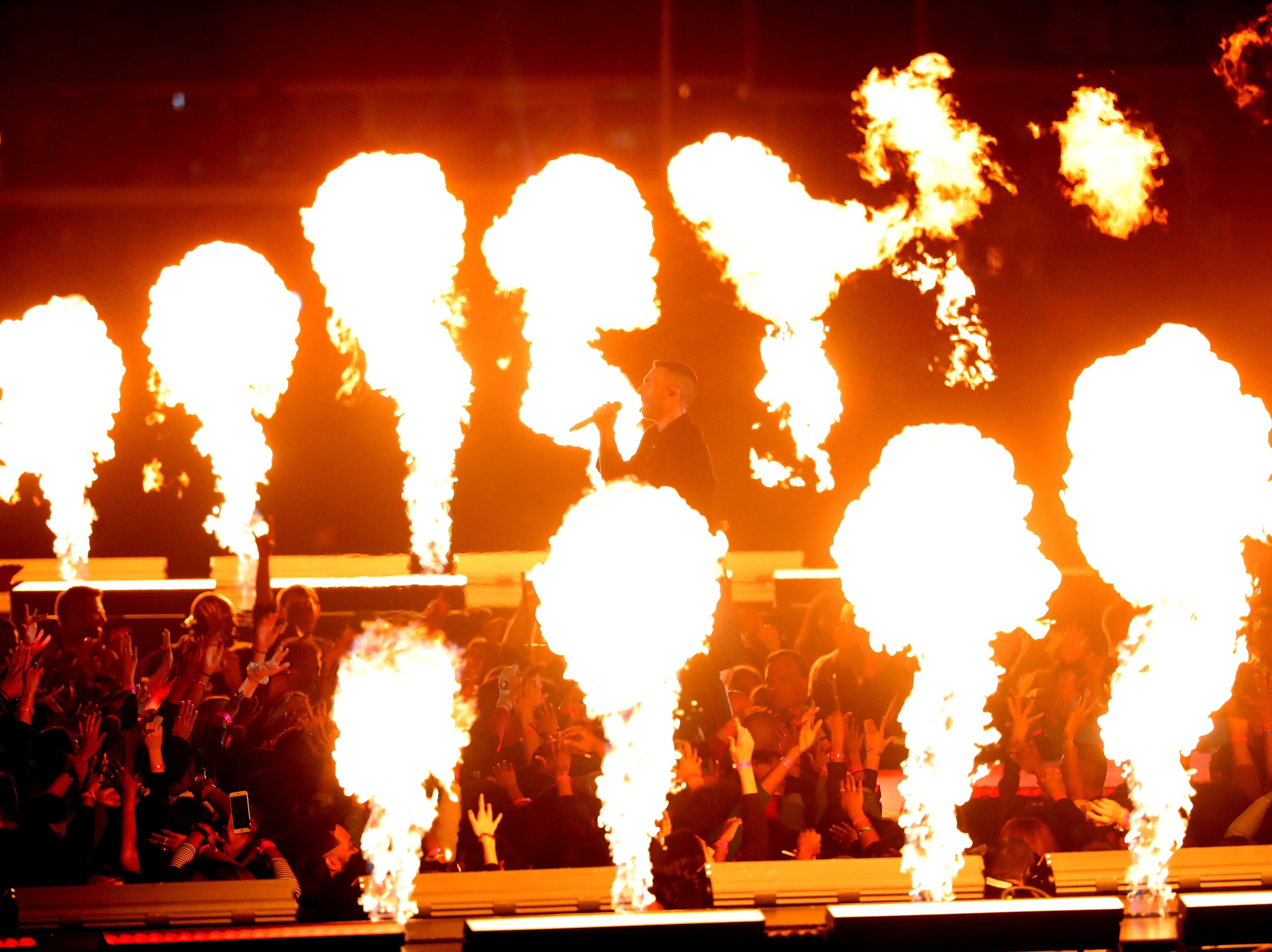 Las mejores imágenes del espectáculo de Medio Tiempo del Super Bowl LIII, estelarizado por el grupo Maroon 5 y el rapero Travis Scott.