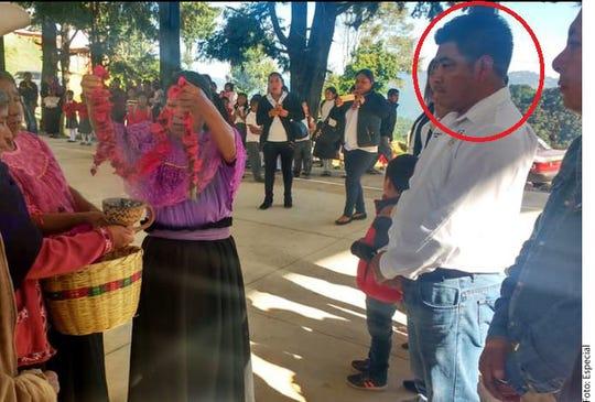 El Presidente Municipal de Astacinga, Veracruz, Antonio Ramírez Itehua (círculo rojo), estaba en su domicilio en la Sierra de Zongolica, cuando fue atacado a balazos el lunes.