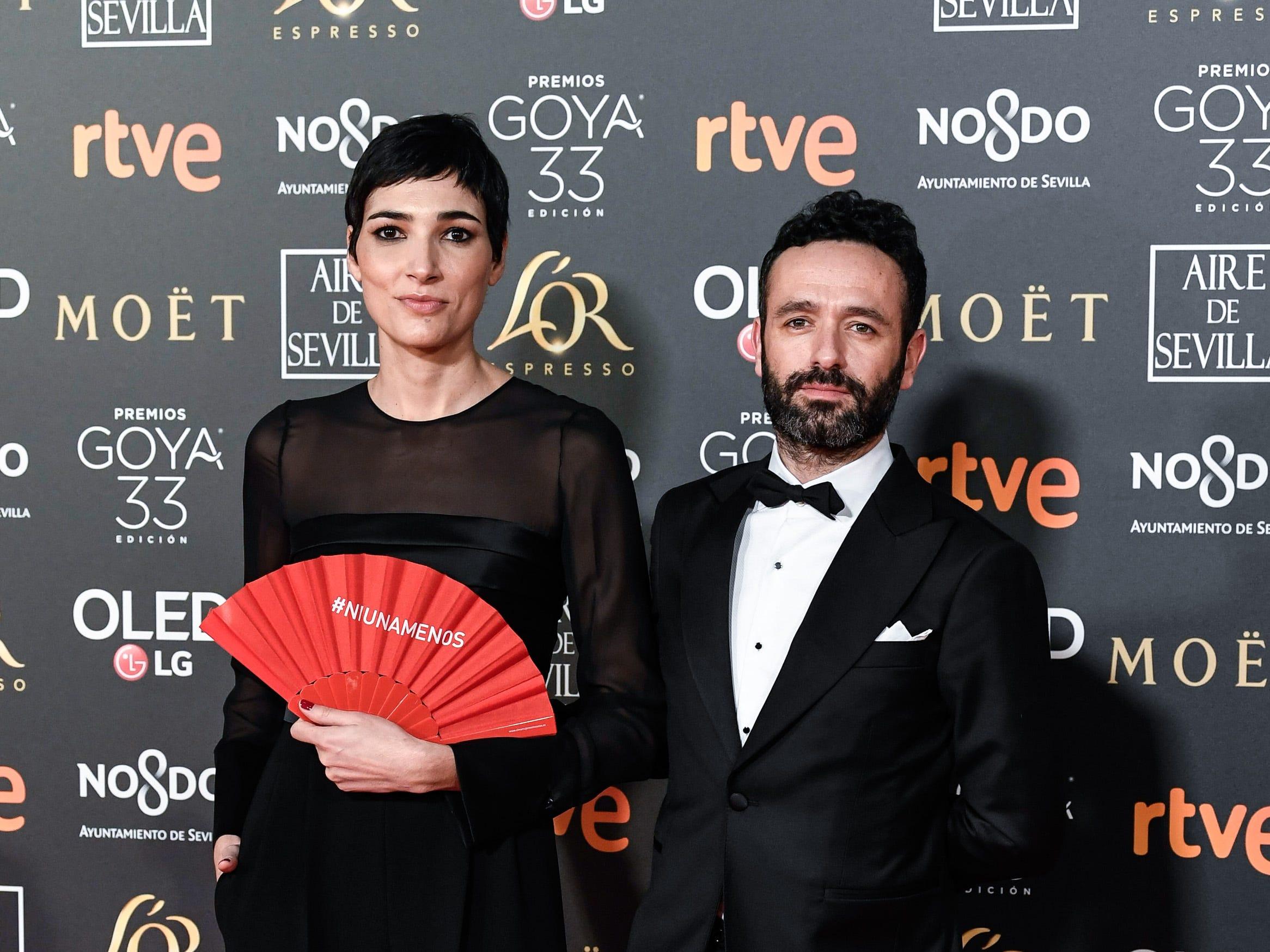 Isabel Peña (der) y su acompañante  asisten a la 33ª edición de los Premios de Cine Goya en el Palacio de Congresos y Exposiciones FIBES el 2 de febrero de 2019 en Sevilla, España.
