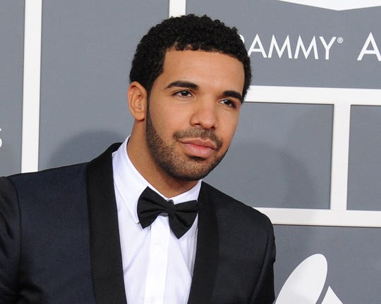 Drake posing at the 2013 Grammys.