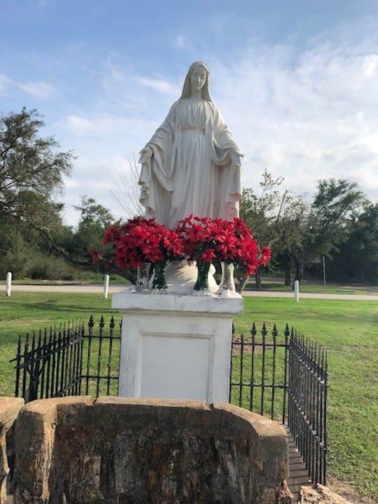 Statue of the Virgin Mary near La Lomita Chapel.