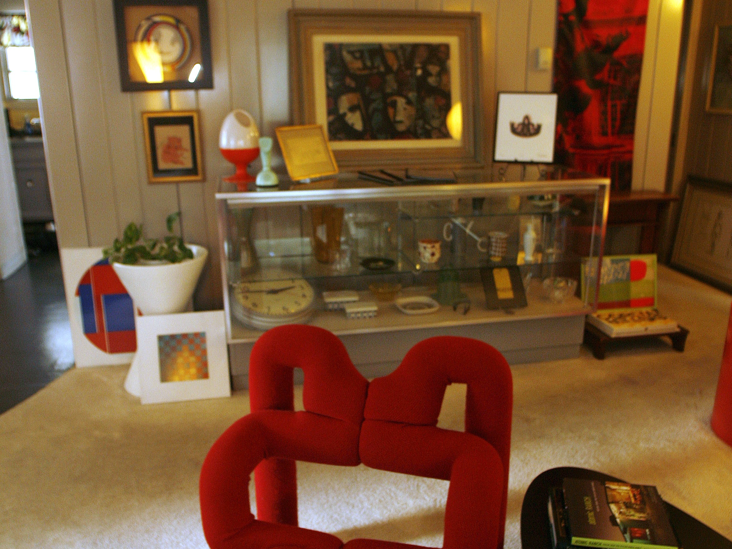 Stephanie and Michael O'Neal told the Register in 2006 that their Lustron home made a good backdrop for their art collection. This is in their living room.