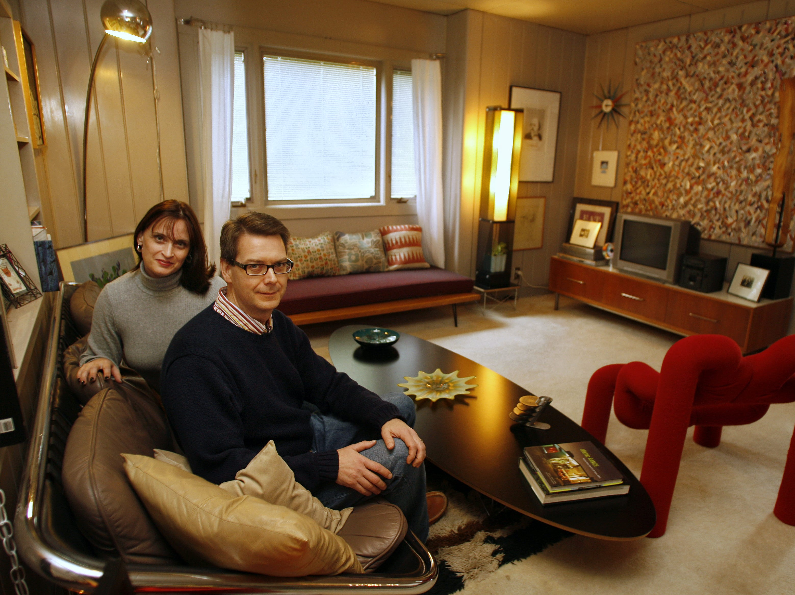 Stephanie O'Neal and Michael O'Neal in their Lustron home in Des Moines in September 2006.