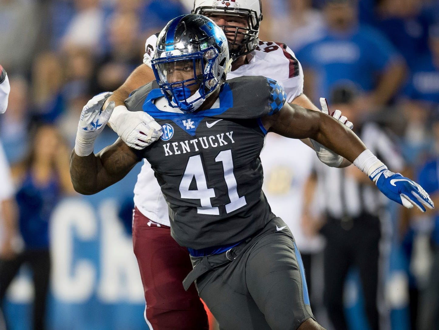 OLB Josh Allen, Kentucky: Allen seems like a good bet to go in the top five after a 17-sack season, but if he slides to eight he'll be tough to pass on. He's more outside linebacker than defensive end, but would give a big boost to the Lions pass rush.