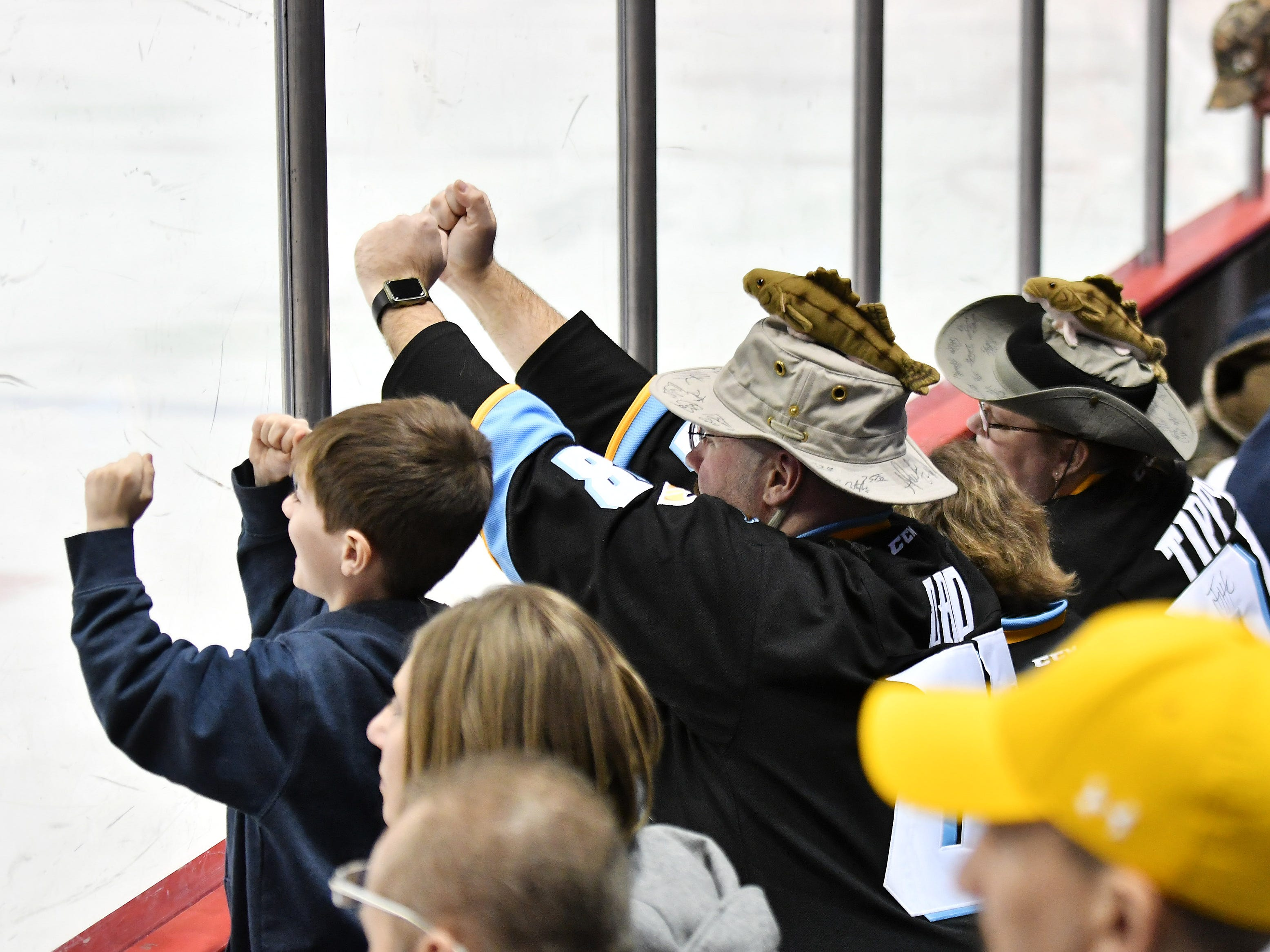 Michael McInerney of Sylvania, Ohio, pounds on the glass in the second period next to his daughter, Katie, 9, and wife, Tammy.