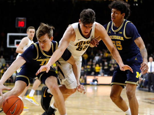 Michigan's Colin Castleton, left, received his first batch of first-half minutes in last week's game at Iowa.