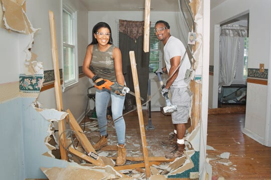 "Page Turner and DeRon Jenkins are the hosts of HGTV's ""Flip or Flop Nashville."""