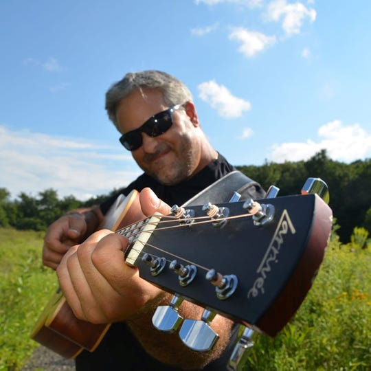 Fingerstyle guitarist Glenn Roth